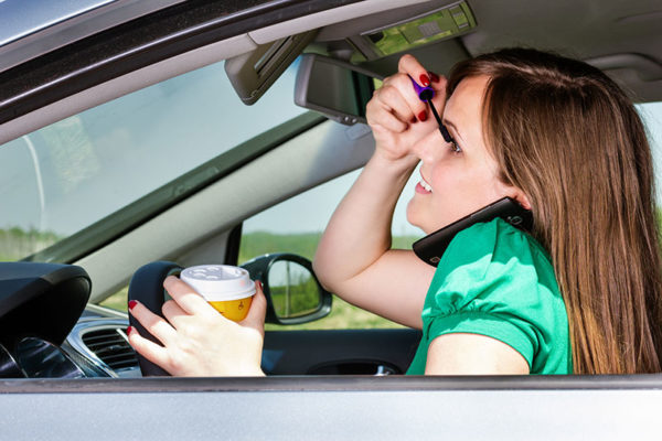 driving while putting makeup